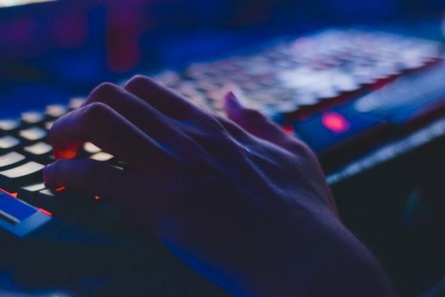 מאילו סכנות יש להיזהר באינטרנט